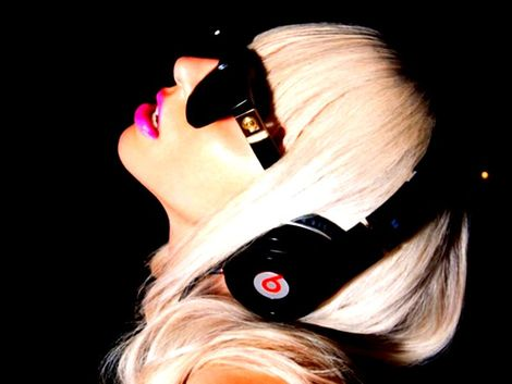 lady-gaga-and-monster-beats-by-dr-dre-headphones-gallery.jpg